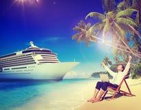 Concepto de la relajación de Beach Cruise Ship del hombre de negocios fotos de archivo