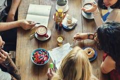 Concepto de la relajación de la forma de vida del ocio de la cafetería que habla Fotografía de archivo