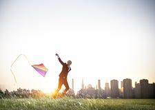 Concepto de la relajación de Playing Kite Lifestyle del hombre de negocios fotos de archivo libres de regalías