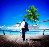 Concepto de la relajación de Walking Beach Freedom del hombre de negocios Foto de archivo libre de regalías