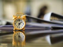 Concepto de la reunión de reloj de la cita del tiempo que espera, foto de archivo