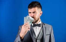 Concepto de la riqueza y del bienestar Consiga el dinero del efectivo fácil y rápidamente olor del dinero Préstamos en efectivo f foto de archivo libre de regalías