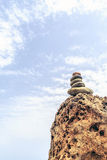 Concepto de la salud de la inspiración de la balanza de las piedras imagen de archivo libre de regalías