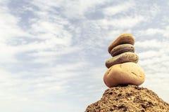 Concepto de la salud de la inspiración de la balanza de las piedras fotos de archivo libres de regalías
