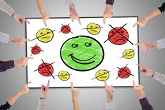 Concepto de la satisfacción del cliente en un whiteboard fotos de archivo