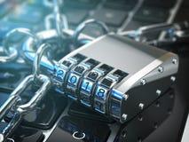 Concepto de la seguridad informática o de la seguridad Teclado del ordenador portátil con la cerradura p Fotos de archivo