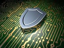 Concepto de la seguridad: placa de circuito con el icono del escudo Imágenes de archivo libres de regalías