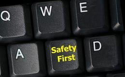 Concepto de la seguridad primero con llave amarilla en el teclado de ordenador Fotografía de archivo libre de regalías