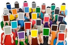 Concepto de la sociedad de la comunicación de la tableta de Digitaces de la reunión social Imágenes de archivo libres de regalías