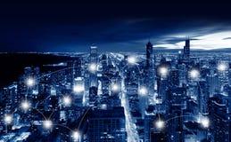Concepto de la tecnología de la red y de la conexión de ciudad de Chicago, Chica fotos de archivo