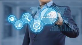 Concepto de la tecnología del negocio de Internet de la inversión de las finanzas del plan de la estrategia de gestión de riesgos foto de archivo libre de regalías