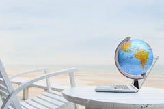 Concepto de la tecnología del World Wide Web en la playa fotos de archivo libres de regalías