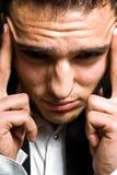 Concepto de la tensión - hombre de negocios con dolor de cabeza imagen de archivo libre de regalías