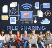 Concepto de la transferencia de datos de la tecnología del compartir archivos Imágenes de archivo libres de regalías