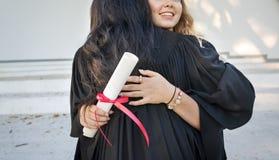 Concepto de la universidad del certificado del éxito de la celebración de la graduación imagen de archivo libre de regalías