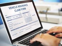 Concepto de la ventaja de la forma de demanda de seguro del vehículo fotografía de archivo