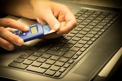 Concepto de las actividades bancarias en línea y de las compras Imagen de archivo