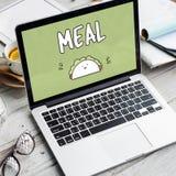 Concepto de las calorías de la consumición del bocadillo de la nutrición de la comida de la comida Foto de archivo libre de regalías
