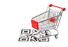 Concepto de las compras con código y el carro de QR imagen de archivo