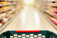 Concepto de las compras, supermercado en la falta de definición de movimiento Imagenes de archivo