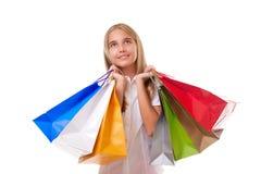 Concepto de las compras y del turismo - chica joven con los panieres que miran para arriba, aislado Foto de archivo libre de regalías