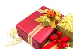 Concepto de las decoraciones de la celebración del Año Nuevo de la Navidad - rojo y gol Foto de archivo