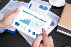 Concepto de las finanzas de Roi Return On Investment Analysis imagen de archivo libre de regalías