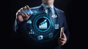 Concepto de las finanzas del negocio del c?lculo de las actividades bancarias de la contabilidad que considera imagen de archivo libre de regalías