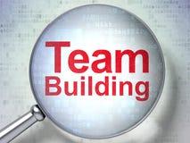 Concepto de las finanzas: Team Building con el vidrio óptico Foto de archivo