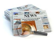 Concepto de las noticias Periódicos y lupa aislados en blanco stock de ilustración