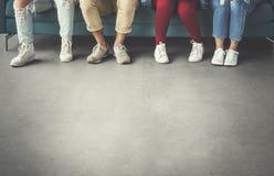 Concepto de las piernas de la diversidad del grupo de personas Fotos de archivo