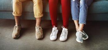 Concepto de las piernas de la diversidad del grupo de personas Imagen de archivo libre de regalías
