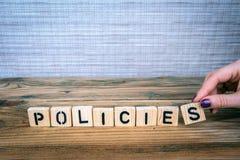 Concepto de las políticas Letras de madera en el escritorio de oficina fotografía de archivo libre de regalías