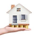 Concepto de las propiedades inmobiliarias, casa de la compra de la moneda Fotos de archivo