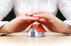 Concepto de las propiedades inmobiliarias del seguro Foto de archivo libre de regalías