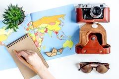 Concepto de las vacaciones con el equipo del viajero en la opinión superior del fondo blanco Imagen de archivo libre de regalías