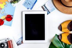Concepto de las vacaciones con el equipo del viajero en la opinión superior del fondo blanco Imágenes de archivo libres de regalías