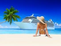 Concepto de las vacaciones de la sol de la playa del verano de la mujer imagen de archivo libre de regalías