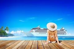 Concepto de las vacaciones de la sol de la playa del verano de la mujer fotos de archivo