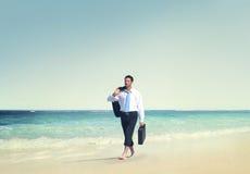 Concepto de las vacaciones de Relaxation Travel Beach del hombre de negocios Fotos de archivo libres de regalías