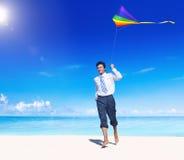 Concepto de las vacaciones de Relaxing Beach Holiday del hombre de negocios Imagen de archivo