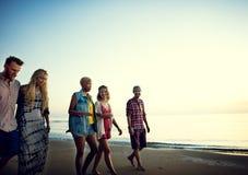 Concepto de las vacaciones de verano de la playa de la libertad de la amistad imagen de archivo libre de regalías