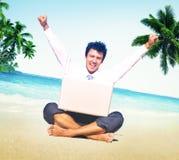 Concepto de las vacaciones de Working Success Beach del hombre de negocios Fotografía de archivo