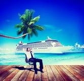Concepto de las vacaciones del océano de Relaxing Rest Beach del hombre de negocios stock de ilustración
