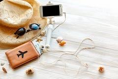 Concepto de las vacaciones del viaje del verano, espacio para el texto pho del palillo del selfie Foto de archivo libre de regalías