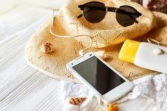 Concepto de las vacaciones del viaje del verano, espacio para el texto teléfono con vacío Fotografía de archivo libre de regalías