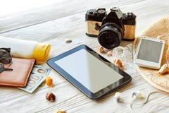 Concepto de las vacaciones del viaje del verano, espacio para el texto vacie el SCR de la tableta Imagenes de archivo