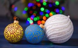 Concepto de las vacaciones de invierno Símbolo de los días de fiesta del Año Nuevo y de la Navidad Adorne el árbol de navidad con fotos de archivo