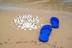 Concepto de las vacaciones de verano--Balanceos en una playa arenosa del océano Fotos de archivo libres de regalías