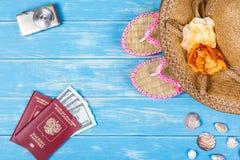 Concepto de las vocaciones de la playa Accesorios y artículos del viaje Imagen de archivo